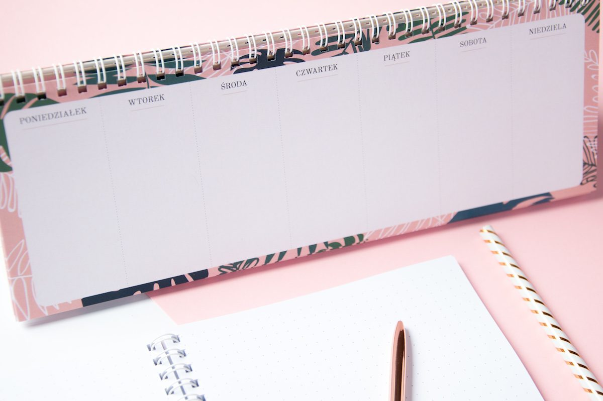 planer tygodniowy na biurko zeszyt bullet journal kropki