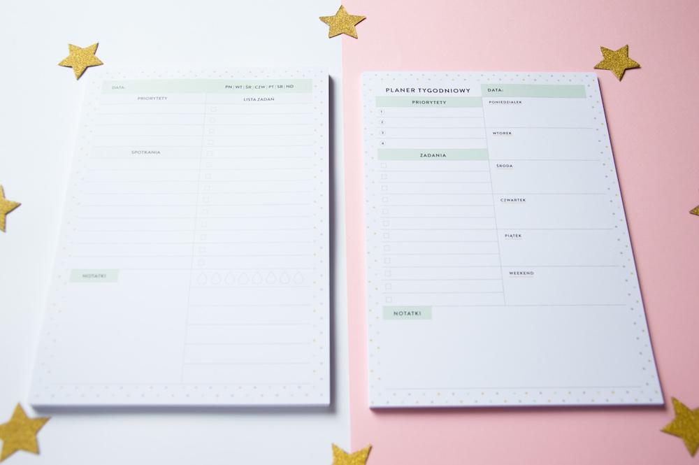 zestaw dwóch planerów notesów dzienny tygodniowy
