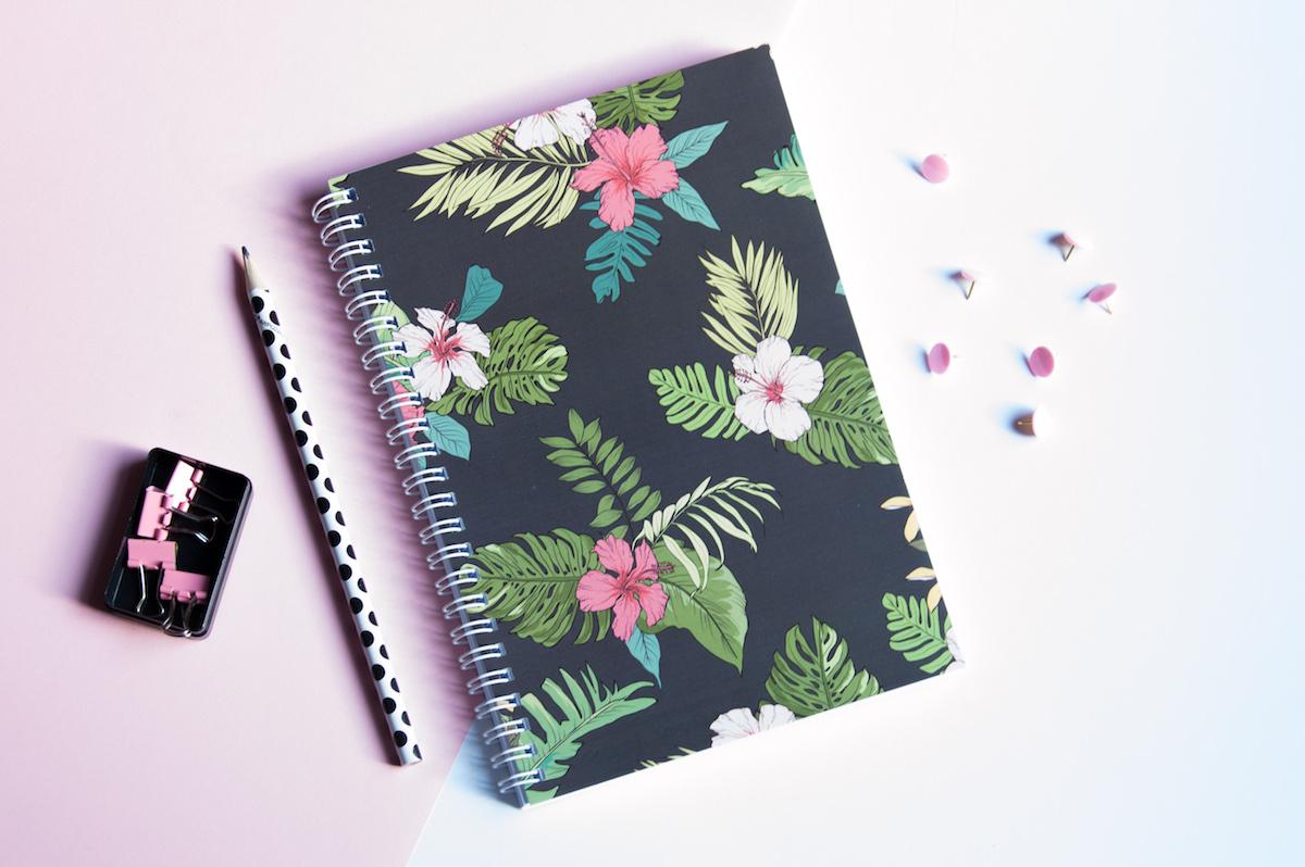 bullet journal zeszyt kropki kwiaty hibiskusa