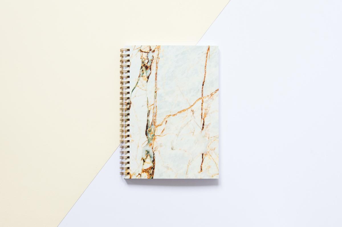 notes z kartkami w kropki marmurowy bursztyn