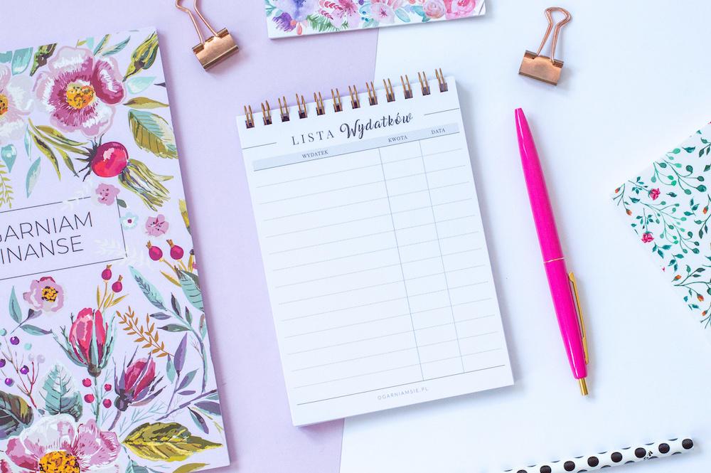 notesik lista wydatków