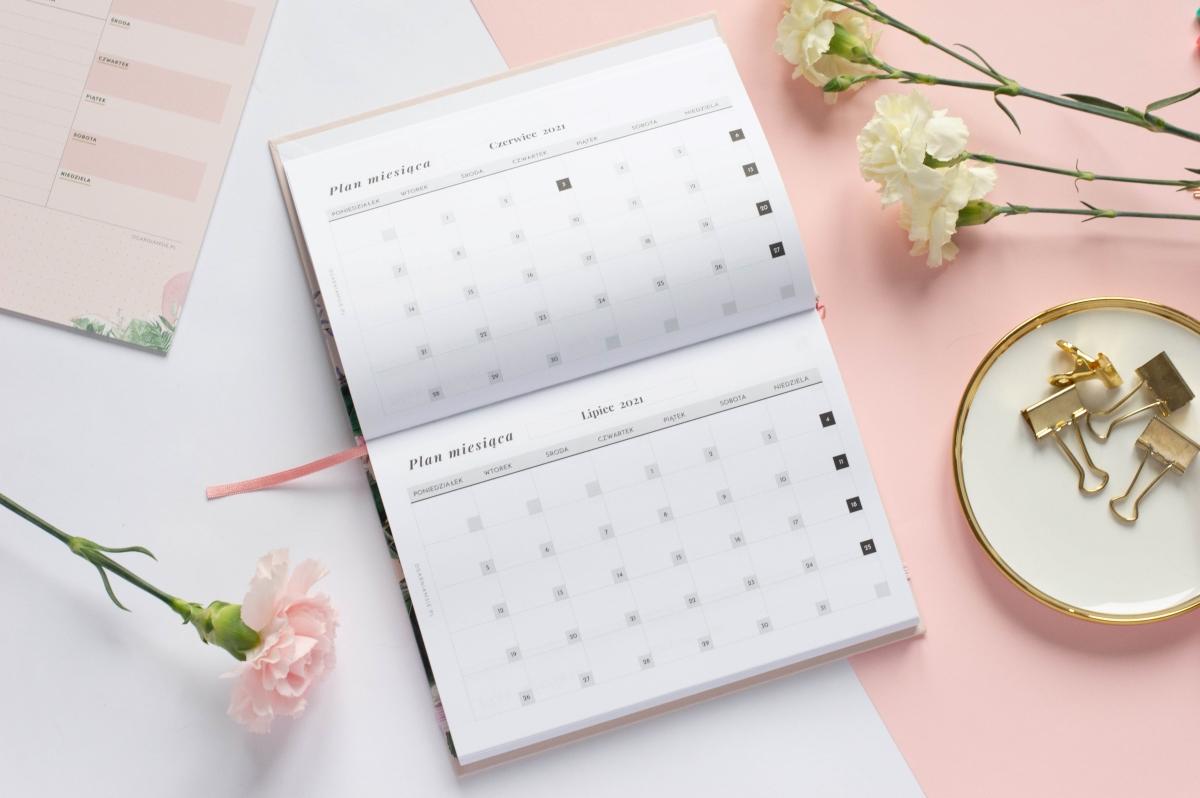 Kalendarz miesięczny Planer Książkowy 2021