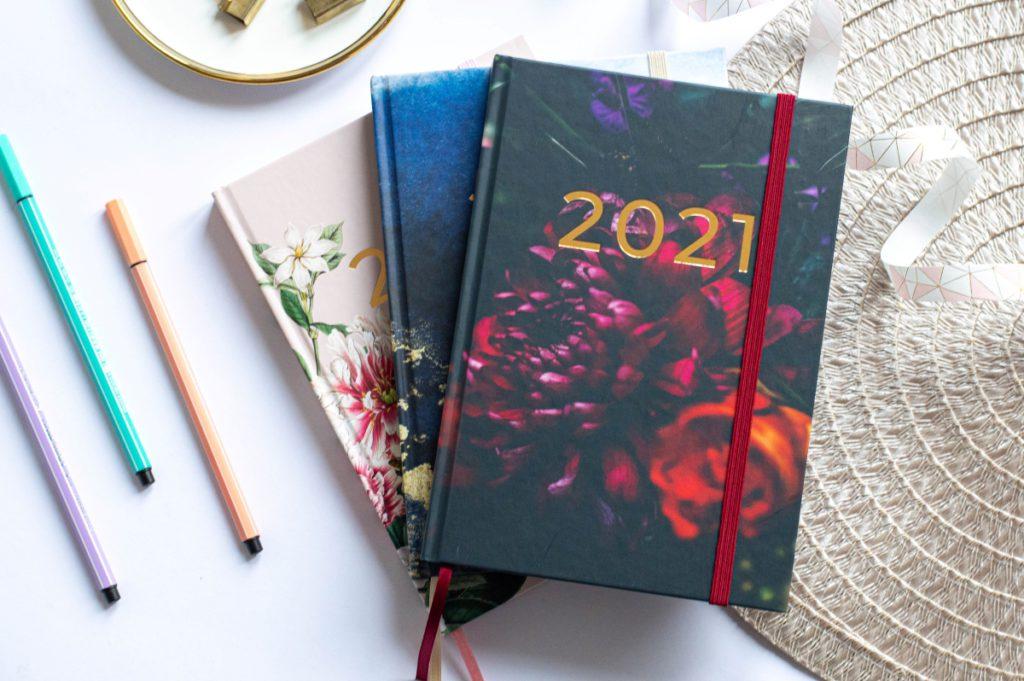 Kompozycja Stos Okładek Planer Książkowy 2021 5