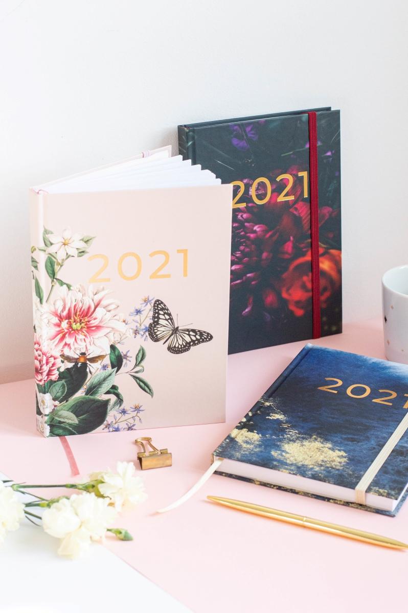Kompozycja okładek Planer Książkowy 2021 w pionie 2