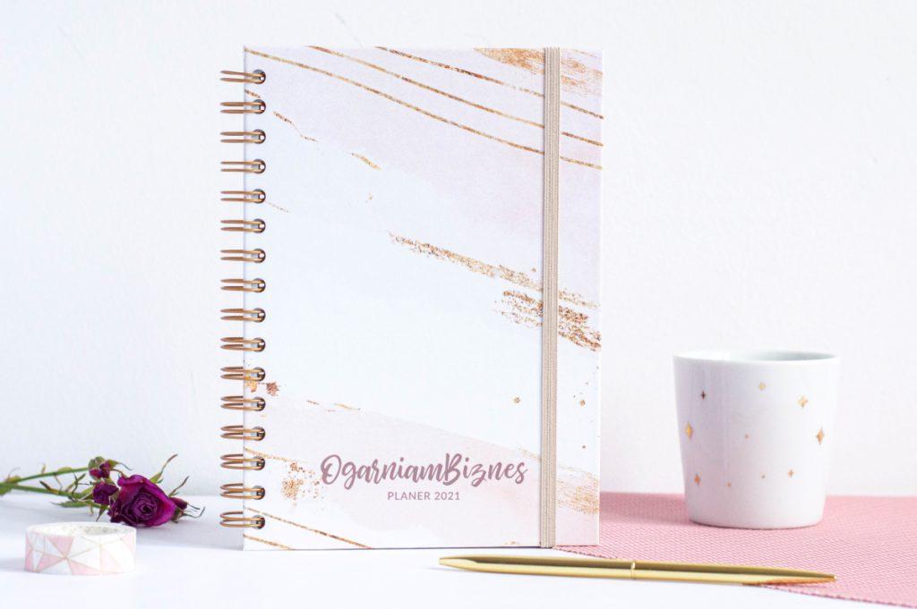 Okładka planera Ogarniam Biznes 2021 Glamour