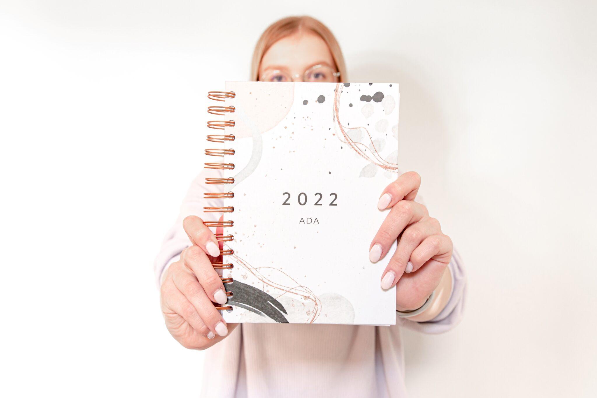 Personalizowany Planer OgarniamSię 2022 Watercolour z personalizacją Ada