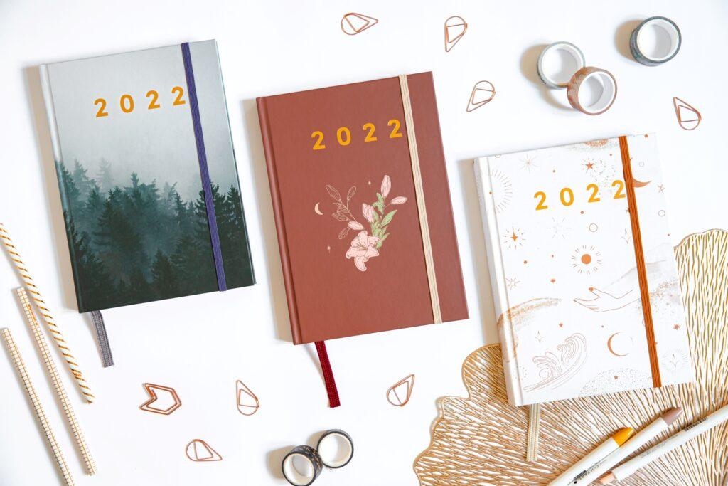 Planer książkowy 2022 wszystkie okładki flatlay
